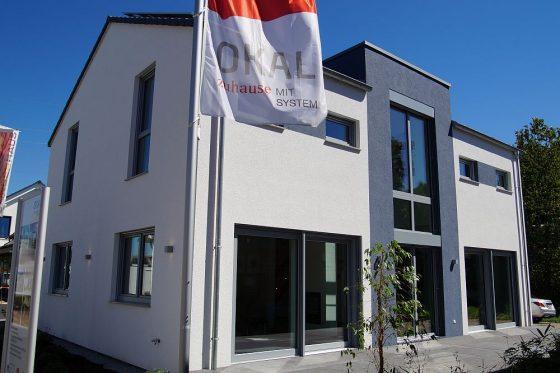 Außenansicht des neuen OKAL Musterhauses in Offenburg (Foto: Markus Burgdorf)