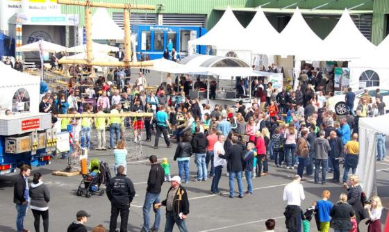 Den Tag des deutschen Fertigbaus kann man gut bei der DSFH in Simmern verbringen. Das Unternehmen stemmt jedes Jahr ein tolle Veranstaltung mit Spaß und Unterhaltung und Produktsbesichtigungen. (Foto: DFH AG)